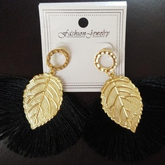 f36b5e4c11 Earrings NWT